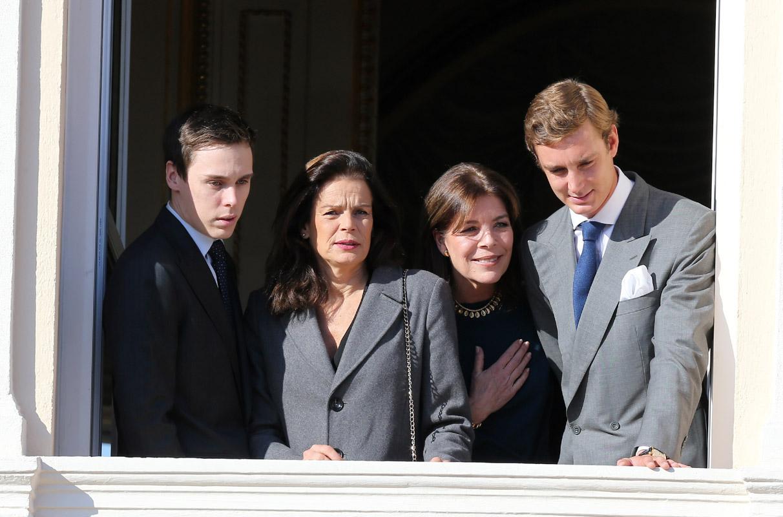 Alberto II y Charlene, Príncipes de Mónaco - Página 9 Monaco-fam--10--a