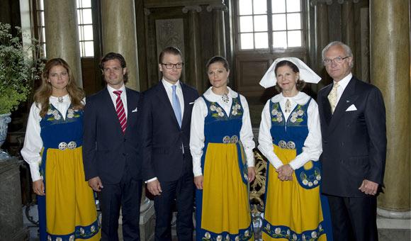 Carlos Gustavo XVI y Silvia - Página 12 Suecos1-a