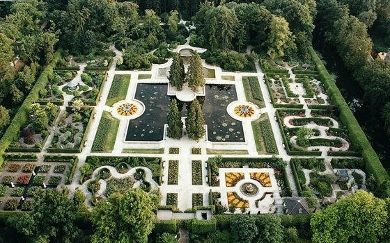 Front Garden 1568_fullimage_kasteeltuinen%20arcen%20rosarium%20bovenaanzicht_560x350