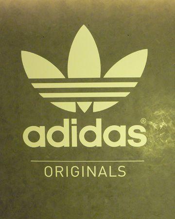 ما اصل كلمة adidas Adidas_Logo_Branding_2