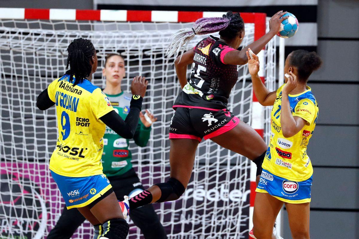 Coupes d'Europe de Handball féminin : cinq clubs français à suivre ce week-end Kalidiatou%20Niakate%20-%20Brest%20(%40FFHandball-Pillaud)