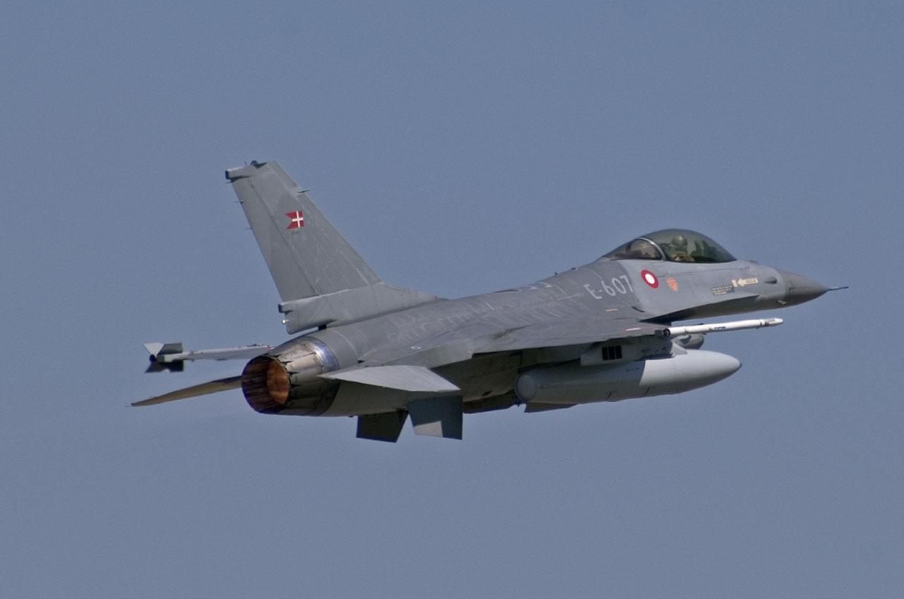 موضوع شامل عن الجيش الهولندي DAF-F16AM-E607-3