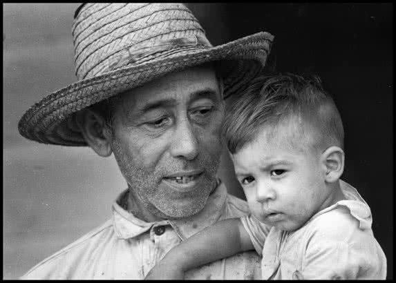 FOTOS MARAVILLOSAS - Página 13 Osvaldo-Salas-Abuelo-y-nieto-1965