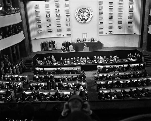 APRE DIVALYE YO ESKE SE DWA DE LOM OU SE POLITIK KOKEN ARISTID, PREVAL ,MATELI   Palais-chaillot-1948-B