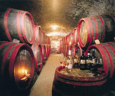 Mađarska Wine-cellar-in-Eger