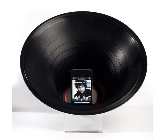 Nova amplificacao para iPod, iPhone :D Change-the-record-amplifier1