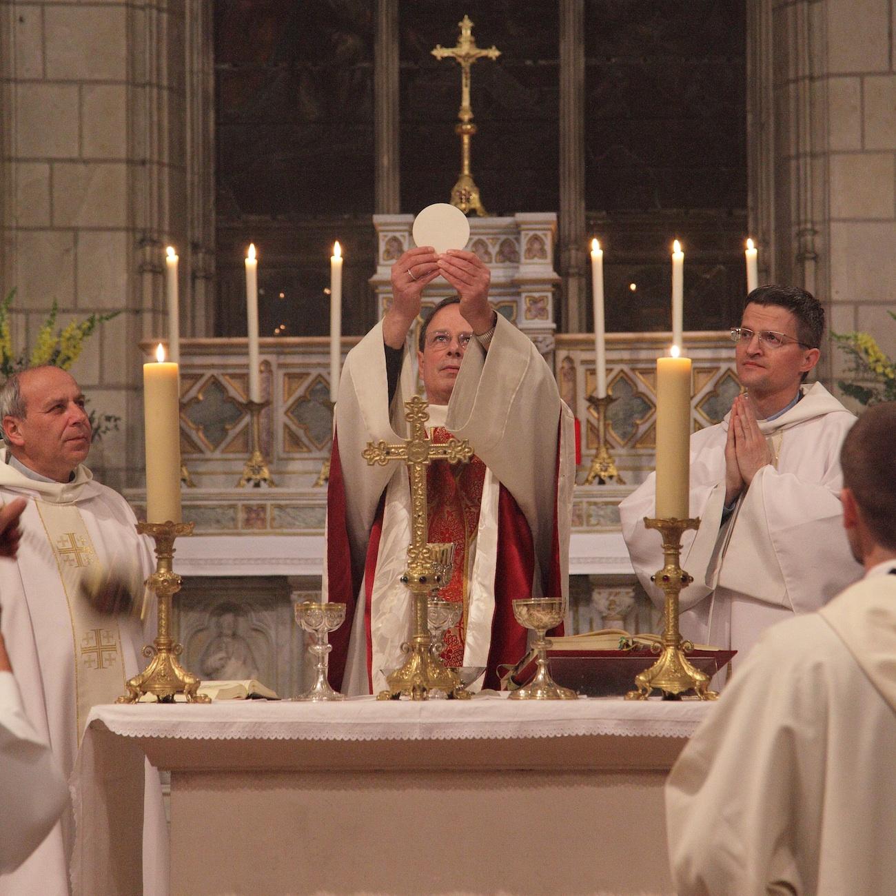 PRIÈRE À L`INTENTION DE NOTRE AMI GILLES - Page 5 Messe-triduum-pascal-2012-BG-IMG_6894