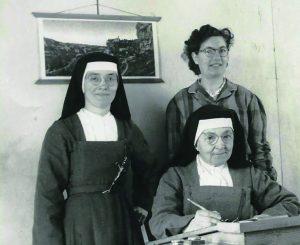 L'habit religieux 1948-IB-Sr-St-L%C3%A9on-et-Sr-Marie-de-lEnfant-J%C3%A9sus-300x245