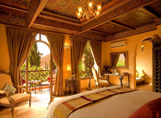 ديكورات جبس مغربي في السقف Moroccan-themed-bedrooma-blog-deluxe-september-2009-thploixk