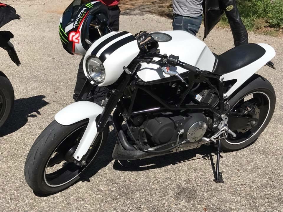 y'a t'il des motards sur le FOFO??? - Page 17 15259749022044052978