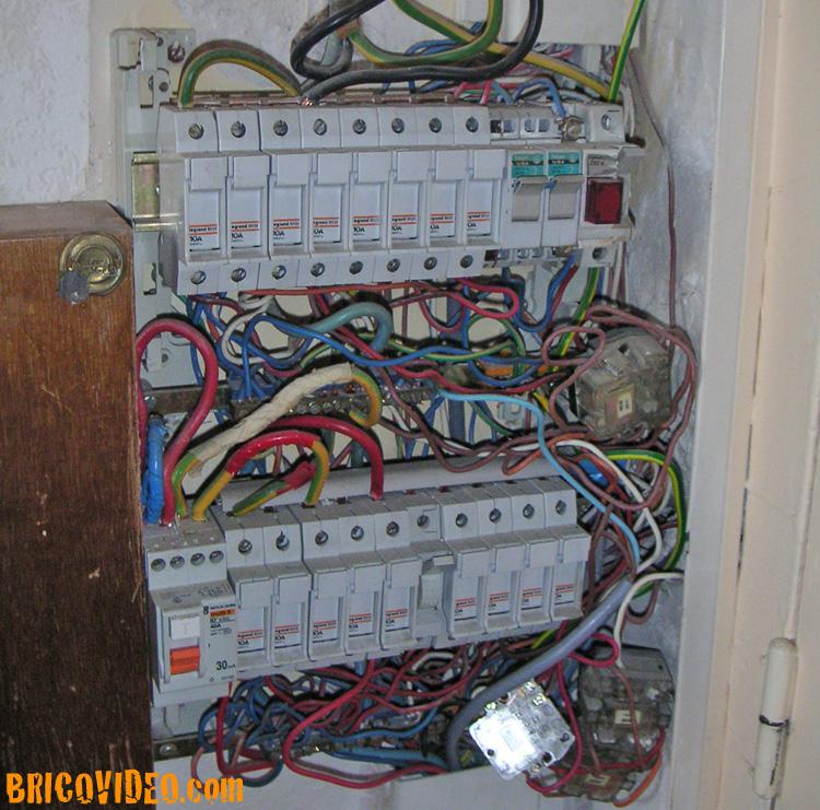 Bornes de recharge High-tech Tableau-electrique-08