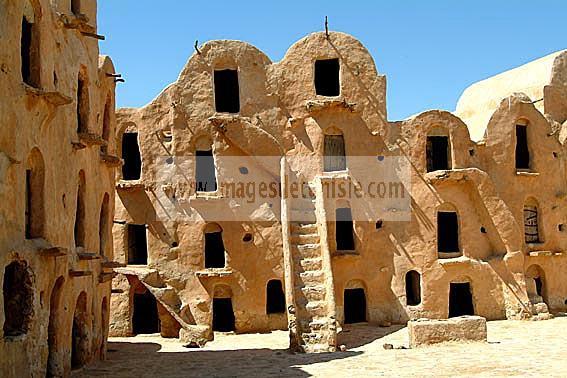 مطماطة مدينة تونسية تقع تحت الارض  F10-14