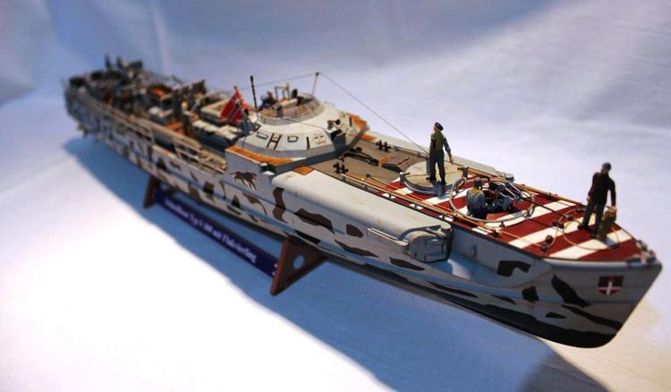 [Revell] Schnellboot S-100(fini) Img2139zps73a5c90d