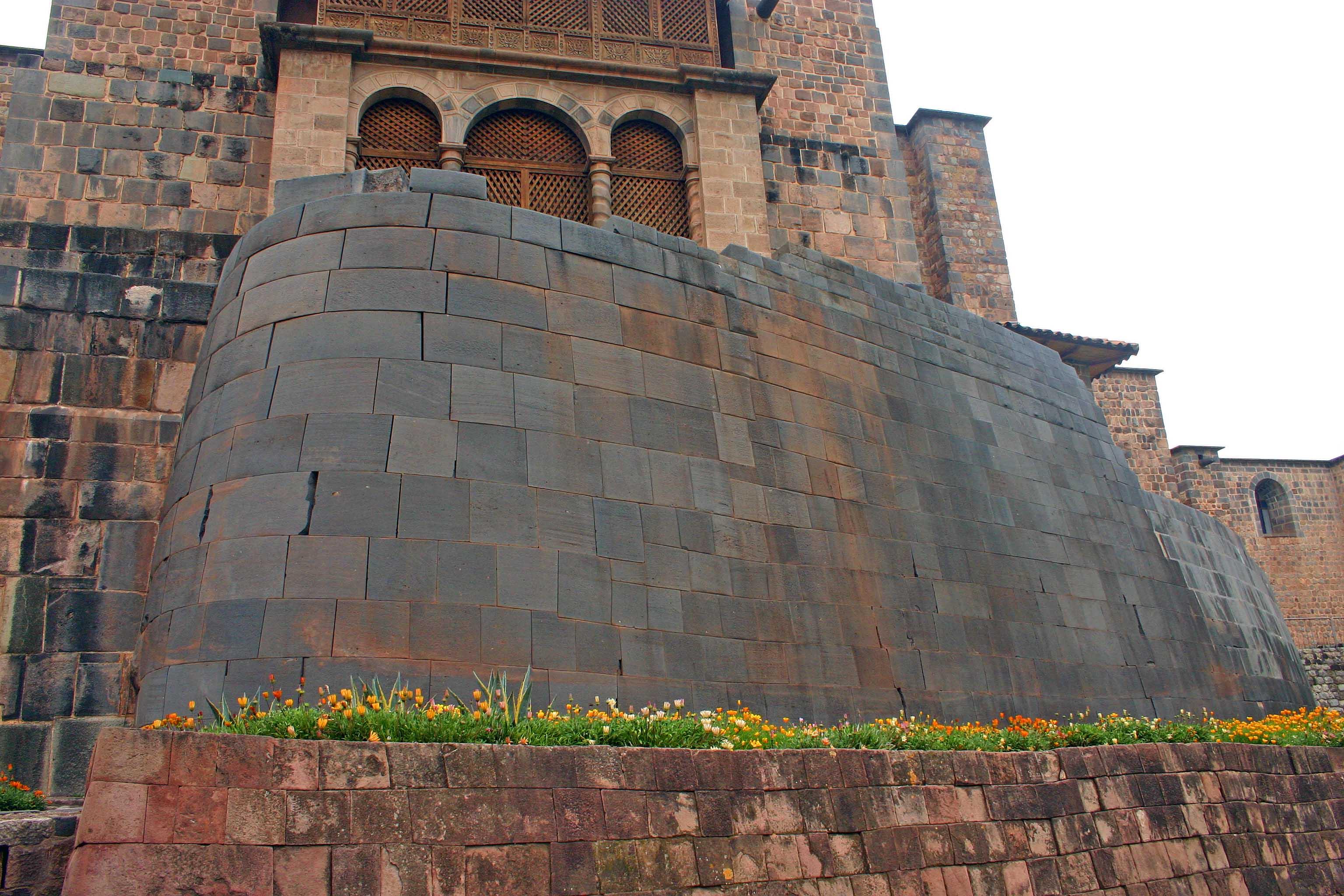 Peru - Page 2 Inca_stone_wall_from_the_temple_of_Coricancha_Cuzco_Peru_copy