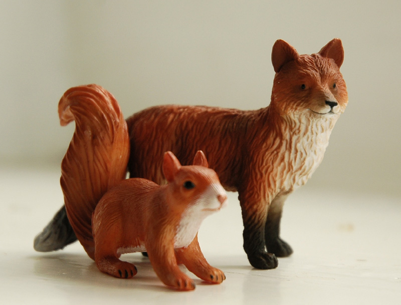 Mojo figurines Mojofoxsquirrel