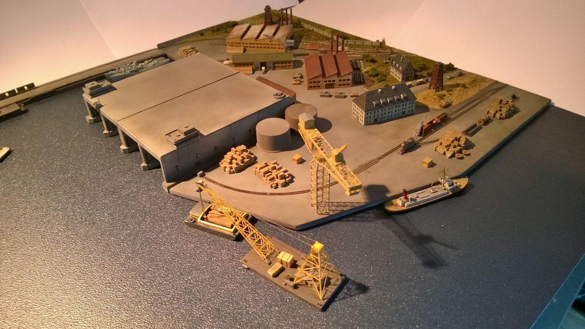 Diorama base navale 1/700 par Nesquik - Page 2 NpqESBuMj