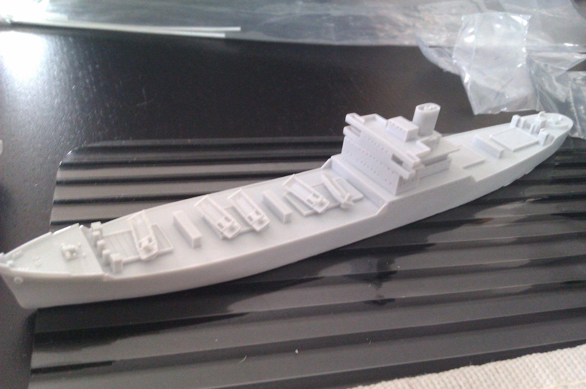 USS Thurston 1/700 à partir du kit Armerican scout de Loose cannon 1uelTi