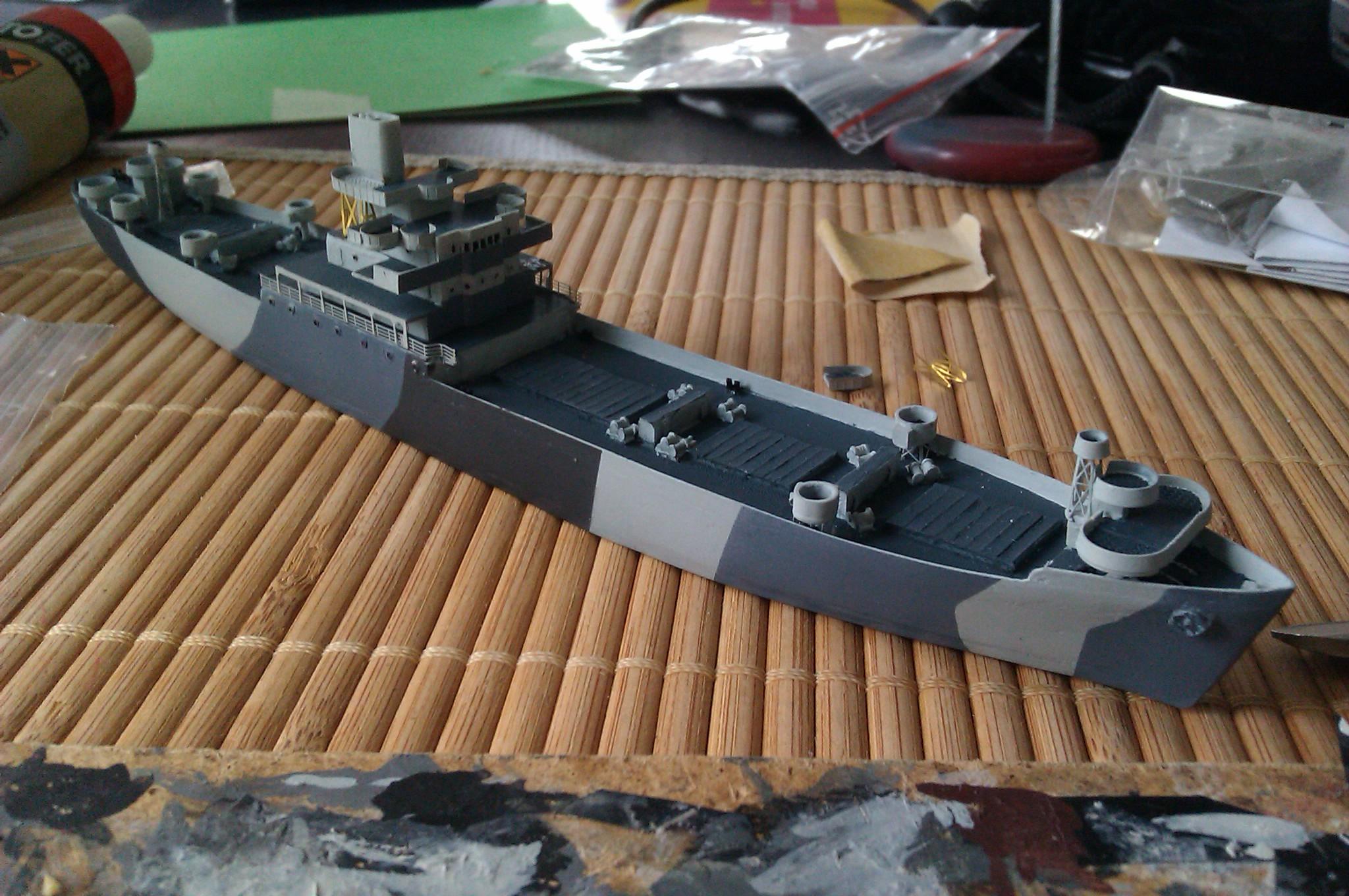 USS Thurston 1/700 à partir du kit Armerican scout de Loose cannon 8Hps9S