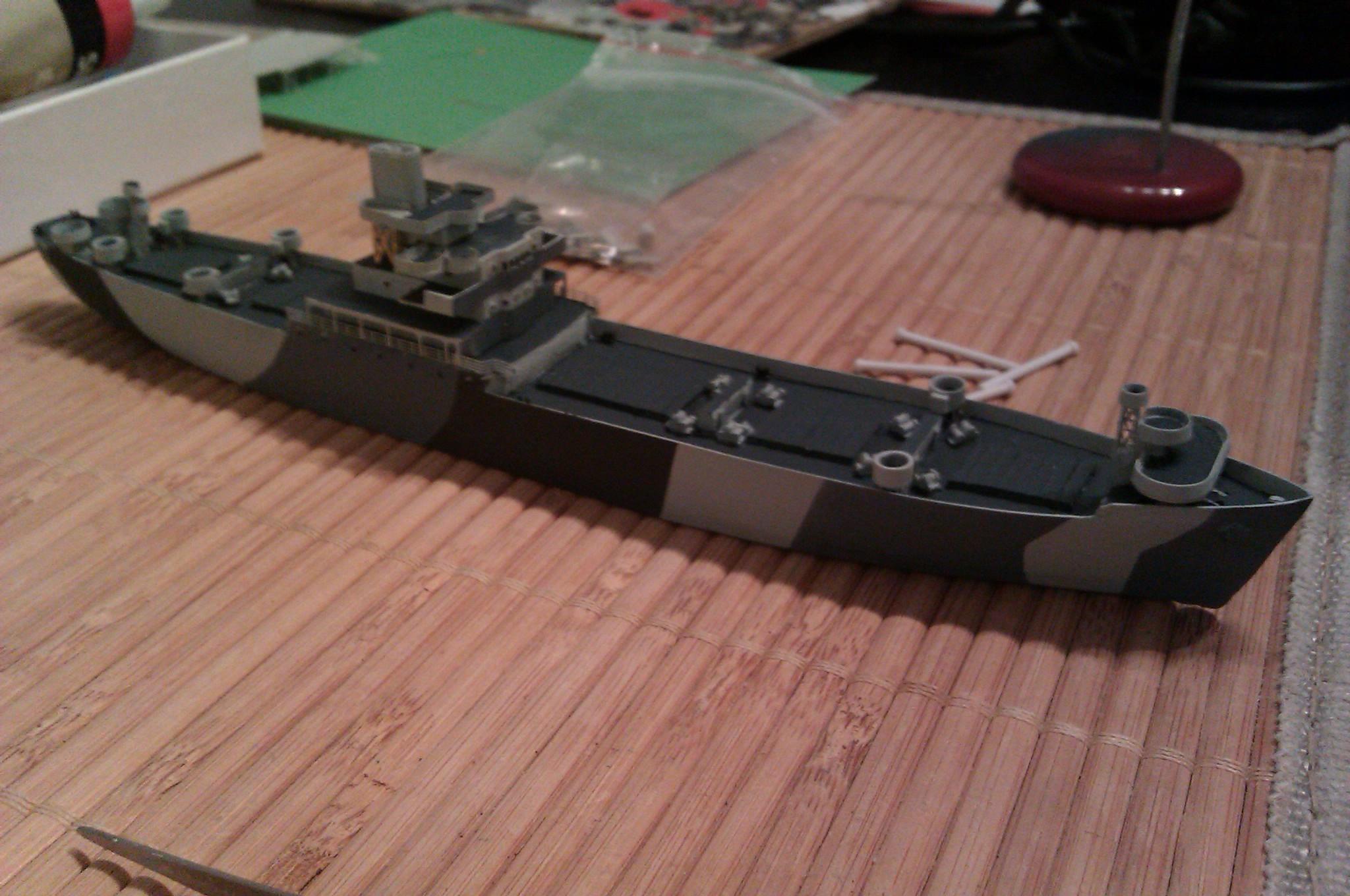 USS Thurston 1/700 à partir du kit Armerican scout de Loose cannon XWoZM
