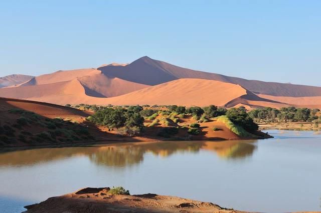 FOTO TË MUAJIT SHKURT - Faqe 6 Sossusvlei-in-Namib-desert-Namibia