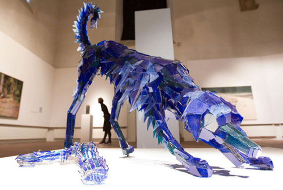 Glass art-staklena umetnost - Page 12 Shattered-glass-sculpture-4