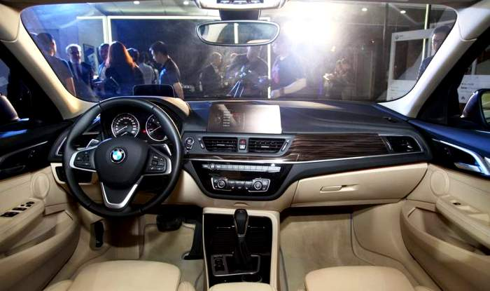 2018 - [Mercedes-Benz] Classe A Sedan - Page 5 BMW-1-Series-Interiors