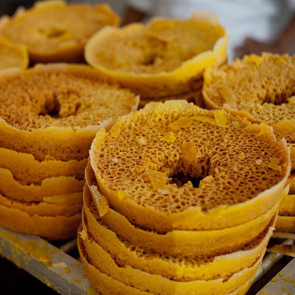 ஜெய்ப்பூர் ராஜகம்பீரமும்  உணவுச்சுவையும் Best_food_ghewar_in_jaipur1