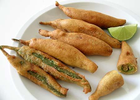 ஜெய்ப்பூர் ராஜகம்பீரமும்  உணவுச்சுவையும் Best_food_mirchi-vada_in_jaipur1
