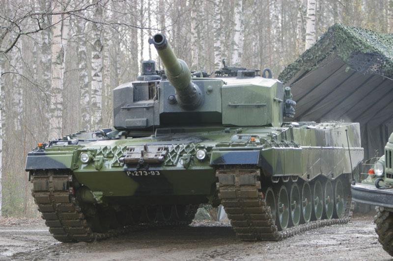 دليل على تواجد الابرامز بالمغرب Leopard2A4_Finland_04