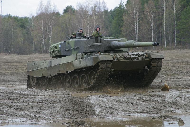 دليل على تواجد الابرامز بالمغرب Leopard2A4_Finland_05