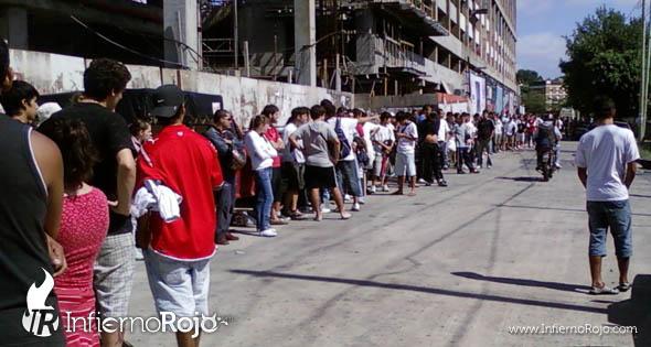 Independiente : Largas Colas Para Sacar Entrada 2