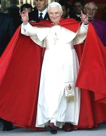 Comment prevenir l'elite internationale qui a prévu une place dans les bunkers ? Pope-benedict-xvi_handsign_satan_666