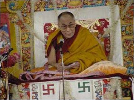 "Les ""religions"" de Babylone la Grande. Dalai-lama-svastika-croix-gammee-nazi"