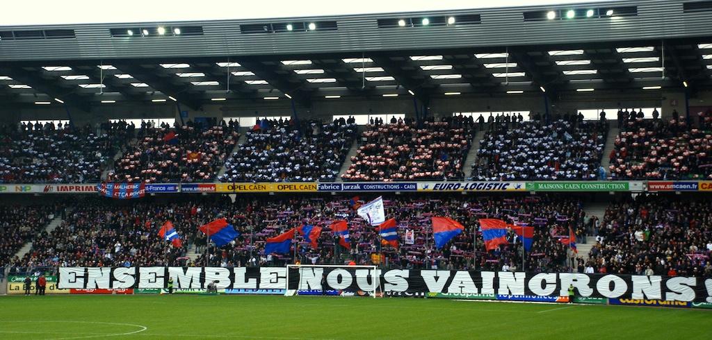 Le stade Michel d'Ornano - Page 3 Tribune-caen-ornano48718