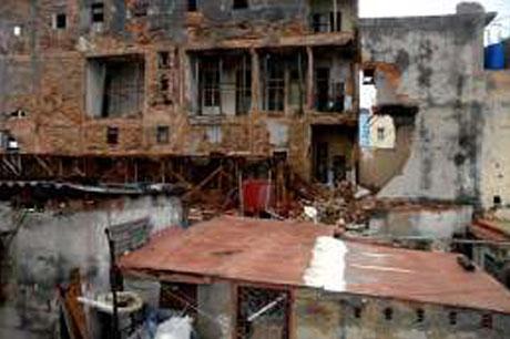 """[Malas noticias] El huracán """"Sandy"""" dejó 11 muertos en su paso por Cuba Huracan-derrumbe"""