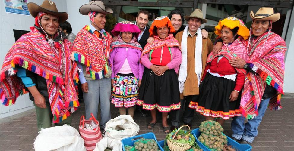 Peru - Page 4 The-photo-farmers-take-their-crops-to-the-chefs-in-lima-roca-and-acurio-taste-the-different-varities-and-chose-four-to-form-their-final-sweets