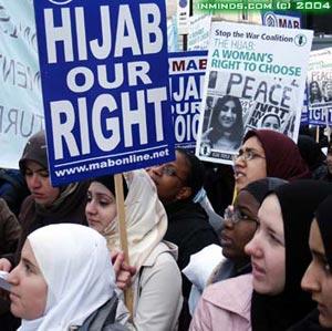 ¿En que tumba ? Hijab-demo-17jan04-741