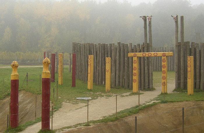 Un Stonehenge en bois en Autriche ? 674aafe853b6a5a1cf772e994aed33cd72107fdcb0c1abdf559f2ed771fe08cb