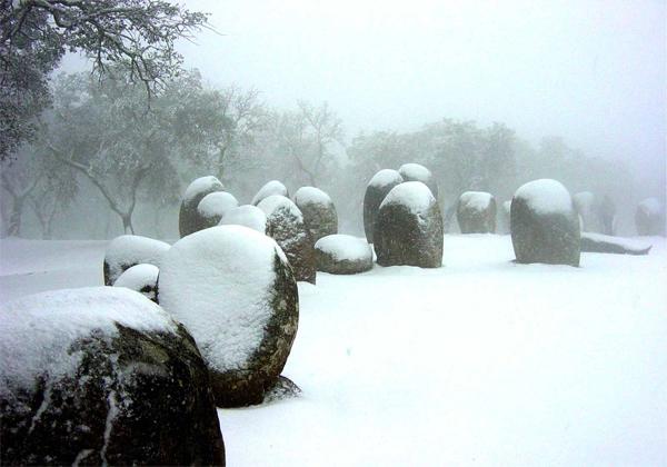Des régions à mégalithes aux quatre coins du Monde Cromlech-des-Almendres