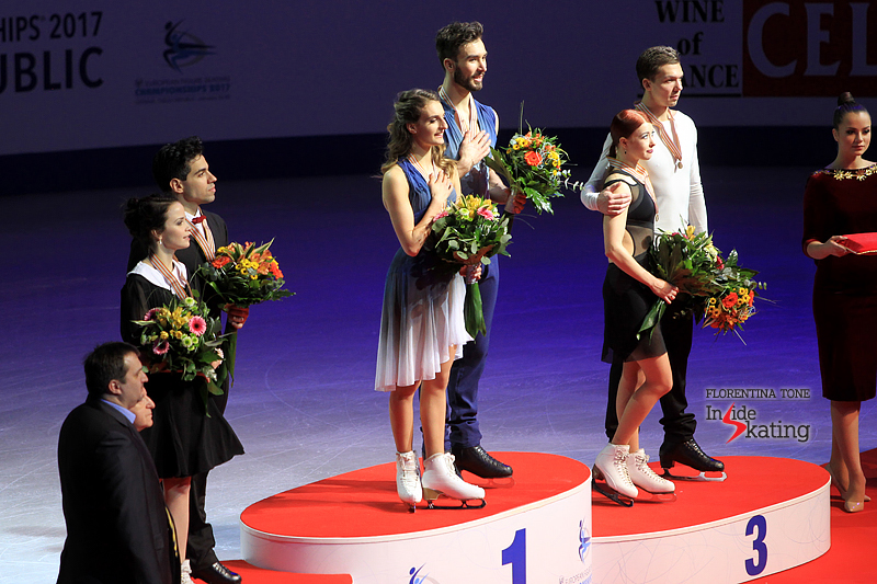 Габриэлла Пападакис - Гийом Сизерон / Gabriella PAPADAKIS - Guillaume CIZERON FRA - Страница 17 Medal-ceremony-ice-dance-2017-Europeans