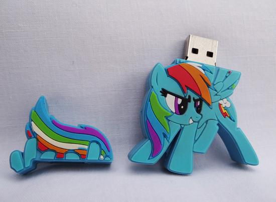صور احدث انواع الفلاشات USB جديدة ومتنوعة الغرابة والطرافة فلاشات .. Usb-designs-19