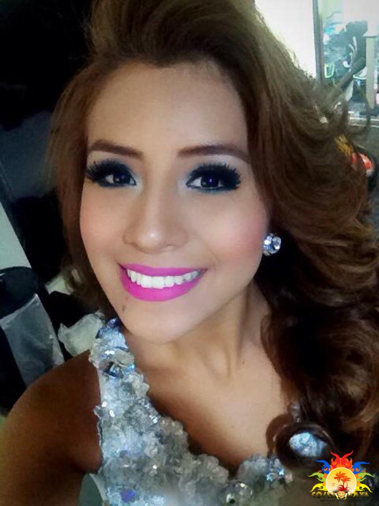 REINADO INTERNACIONAL DEL CAFE 2017 Miss-El-Salvador-2015-Delegate-Genesis-Margarita-Fuentes-Bola%C3%B1os-Costa-Maya-Festival-3-768x1024