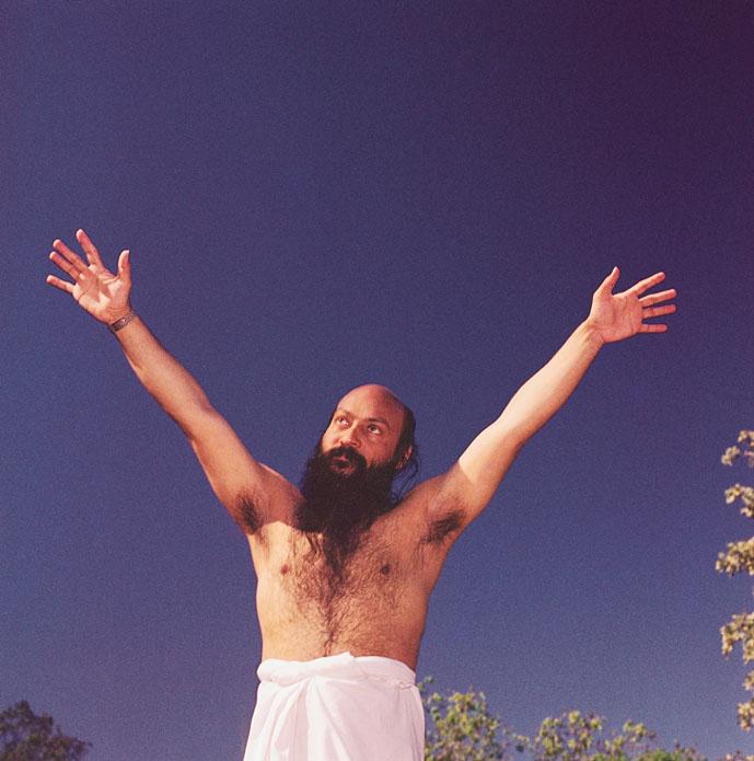 Hands: is this guru real? Osho-dynamic-meditation