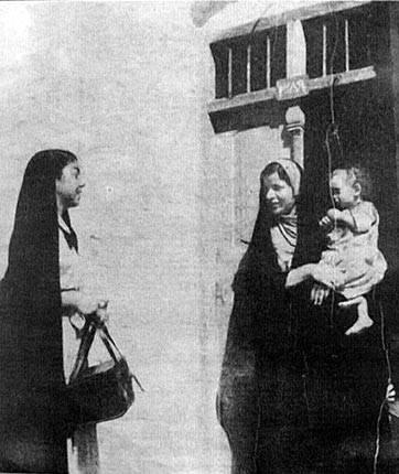 صور من التراث العراقي FAMOUS_LONG_TALKS_AT_DOOR