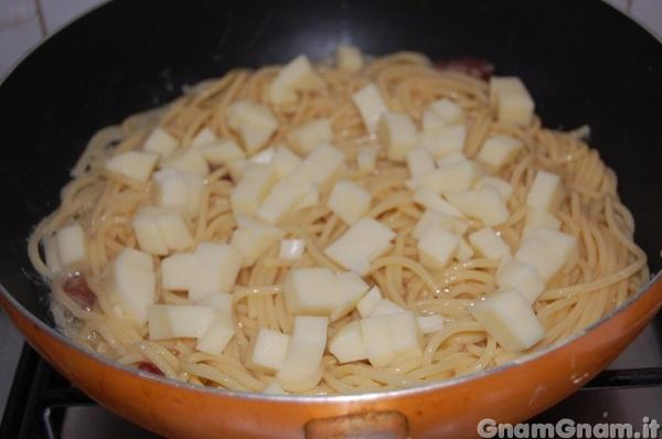 معكرونة بنقانق 6-frittata-di-maccheroni