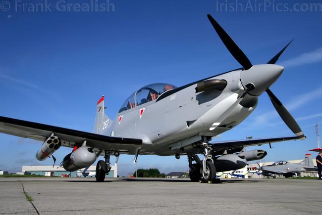 Armée Irlandaise/Irish Armed Forces Irish_Air_Corps_Pilatus_PC-9M_Air_Firing_2008xxxIMG_2510-01