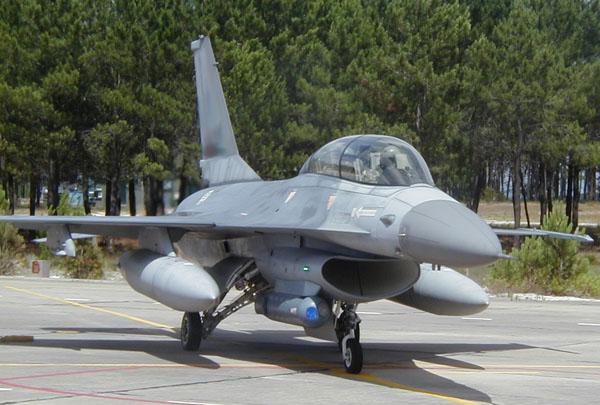 f-16 الاماراتيه & f-16الاسرائليله F-16_reccelite_1