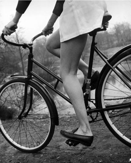 Ljepotice i bicikli - Page 2 Girl-bicycle1