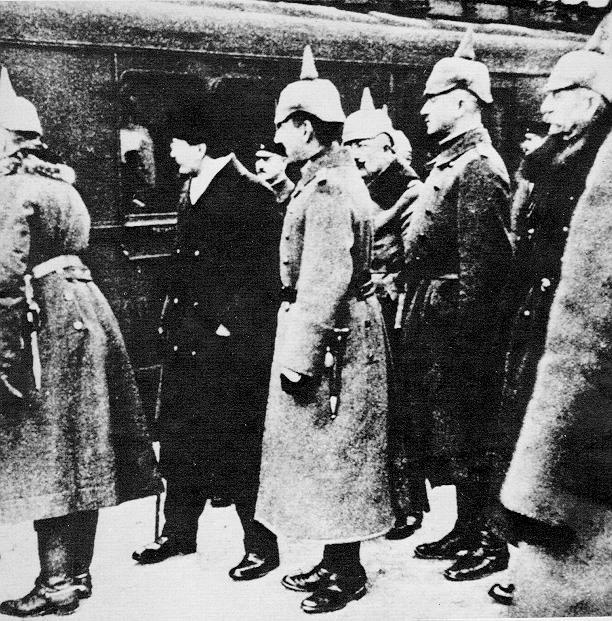 La verdad Sobre Stalin y la URSS Trotsky%20a%20Brest-Litovsk%20nel%201917-Immagine%20dal%20web-2