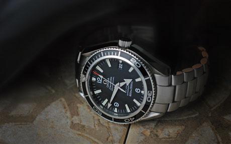 James Bond, les montres Omega-220150-seamaster-planet-ocean-james-bond-watch-0041e-460